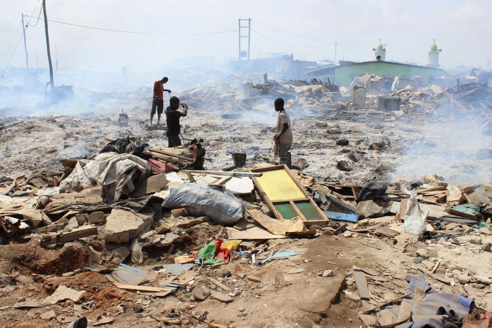 Auch Kinder arbeiten auf dem Schrottplatz von Agbogbloshie.